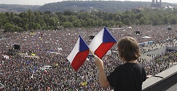 Τσεχία: Μαζική διαδήλωση για παραίτηση του πάμπλουτου πρωθυπουργού Μπάμπις