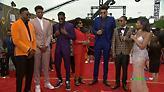 Η άφιξη της οικογένειας Αντετοκούνμπο στα NBA Awards - Τι δήλωσε ο Γιάννης (video)