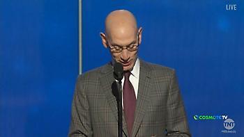 Η στιγμή που παίρνει το βραβείο του MVP ο Αντετοκούνμπο και η συγκινητική ομιλία του (video)