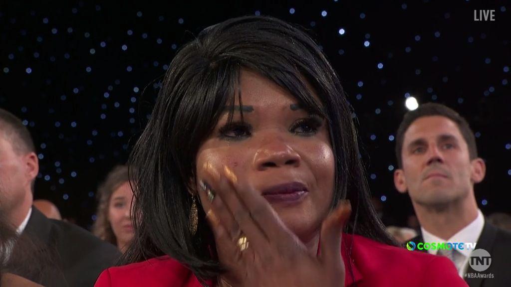 Δεν συγκράτησε τα δάκρυά της η μητέρα του Γιάννη!