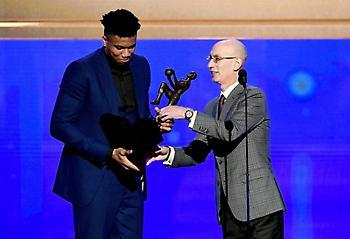 Παράνοια στους Μπακς για το βραβείο του MVP στον Γιάννη (vids/pics)