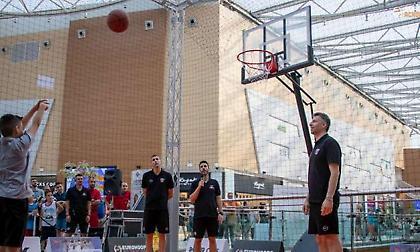 Παπαλουκάς + Διαμαντίδης + The Mall Athens = BasketMall (video)