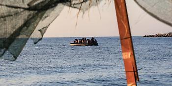 Βάρκες γεμάτες πρόσφυγες στο Αιγαίο, σε ένα μήνα έφτασαν 4.000 άνθρωποι-Το αδιαχώρητο ξανά στα νησιά