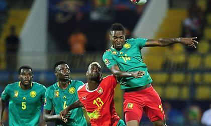 Άνετα το Καμερούν, «κόλλησε» η Γκάνα