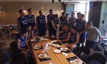 Τούρτα γενεθλίων από την Εθνική U19 στον Γεωργαλά (video)