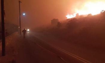 Μεγάλη φωτιά στην Κάρυστο: Εκκενώθηκαν εξοχικές κατοικίες