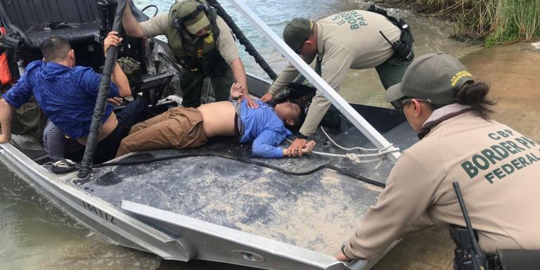 Σύνορα ΗΠΑ-Μεξικού: Εσωσαν 13χρονο μια μέρα μετά τον θάνατο πατέρα και κόρης που συγκλόνισε