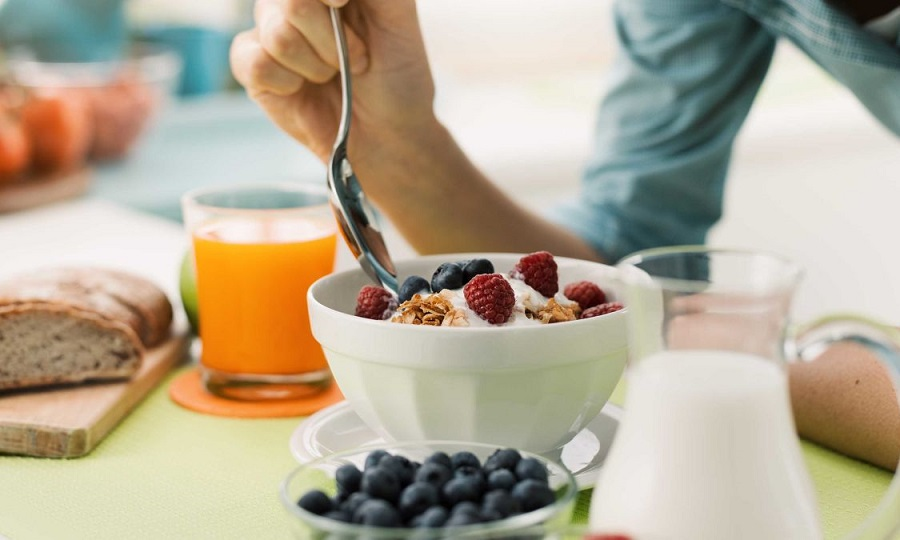 Πόσο υγιεινό είναι να παρακάμπτεις το πρωινό;