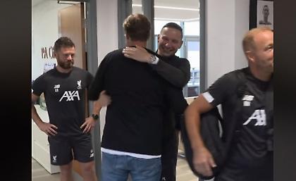 Ο Κλοπ είχε μια αγκαλιά για όλους στην επιστροφή του στο Μέλγουντ! (vid)