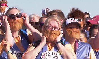 5.000 άνθρωποι έτρεξαν προς τιμήν του Τσακ Νόρις ντυμένοι… Τσακ Νόρις!