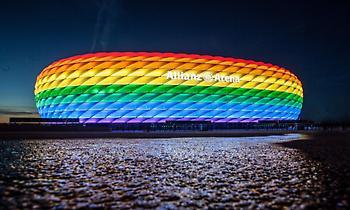 «Βάφτηκε» στα χρώματα του Pride το Allianz Arena