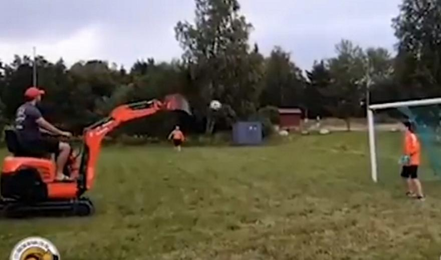 Γκολάρα από… εκσκαφέα (video)