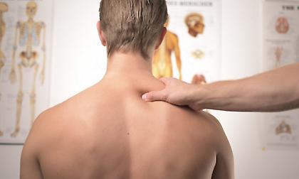 6 ασκήσεις που «διώχνουν» τους πόνους στην πλάτη