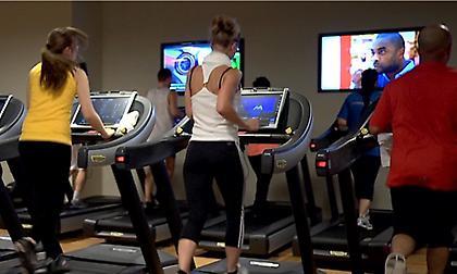 Γιατί είναι μεγάλο λάθος να τρέχεις στο διάδρομο ενώ χαζεύεις στην τηλεόραση;