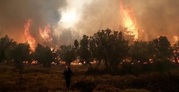 Μαίνεται η φωτιά στην Κλάκοβα Μεγαλόπολης - Υπό μερικό έλεγχο στην Ξάνθη