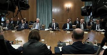 «Ψαλίδι» κυβέρνησης σε μετακλητούς υπαλλήλους για να περιορίσει το κόστος