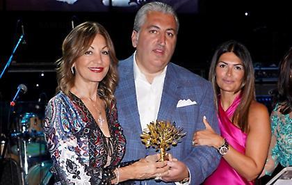 Η βράβευση της οικογένειας Μπούση στην 6η Παγκόσμια Συνάντηση Απόδημου Ελληνισμού