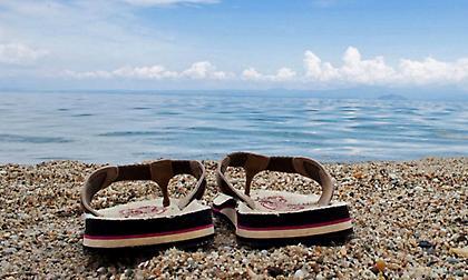 Οι λόγοι που πρέπει να φοράτε σαγιονάρες μόνο στην παραλία!
