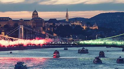 Πανό «UEFA-MAFIA» σε γέφυρα της Βουδαπέστης από οπαδούς της Χόνβεντ για την ποινή της Κραϊόβα