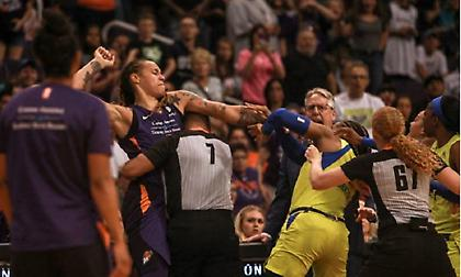 Μερικές ψιλές έφεραν… έξι αποβολές σε αγώνα WNBA(vid)