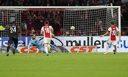 Έβαλε το δεύτερο πέναλτι ο Τάντιτς και 1-1 ο Άγιαξ (video)