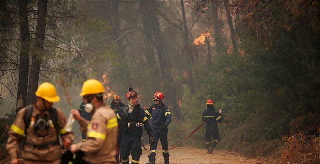 Ολονύχτια μάχη με τις φλόγες στην Εύβοια-Ξεκίνησαν οι ρίψεις νερού
