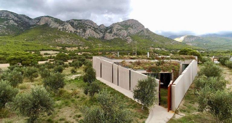 Κορινθία: Ένα τριγωνικό σπίτι βασισμένο στο Πυθαγόρειο θεώρημα