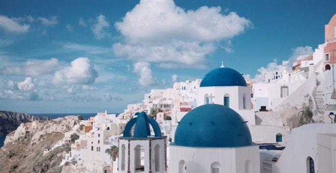 Μύκονος- Σαντορίνη πρωταγωνιστούν στο ράλι αφίξεων τουριστών
