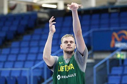 «Έκοψε» Μπέντζιους η Λιθουανία