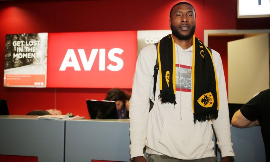 Έφτασε για την ΑΕΚ ο Σλότερ: «Ήρθα για να κερδίσω τρόπαια»
