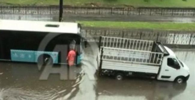 Στο έλεος των πλημμυρών η Κωνσταντινούπολη