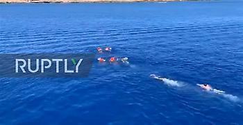 Η απέλπιδα προσπάθεια μεταναστών να κολυμπήσουν στη Λαμπεντούζα (video)