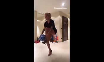 Η εντυπωσιακή σύζυγος του Μορόζιουκ κάνει στριπτίζ… με μπάλα! (video)