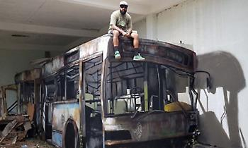 H οφθαλμαπάτη που έγινε viral: Κι όμως δεν κάθεται πάνω σε λεωφορείο (pics)