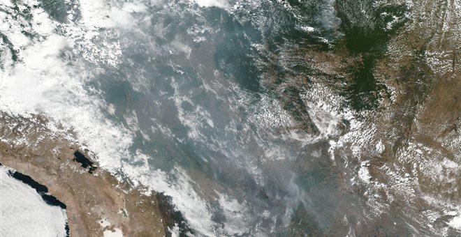 Διεθνής πολιτική σύγκρουση για τον Αμαζόνιο που καίγεται