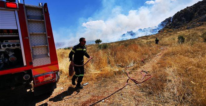 Πολύ υψηλός ο κίνδυνος φωτιάς το Σάββατο, υψηλές θερμοκρασίες και άνεμοι