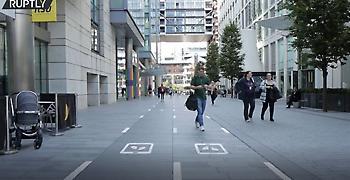 Μάντσεστερ: Ειδική λωρίδα πεζών που είναι κολλημένοι στο κινητό τους (video)