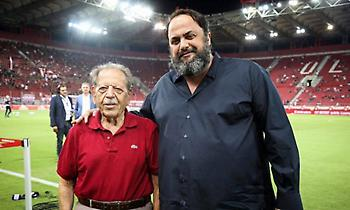 Η υπόσχεση του Μαρινάκη στον 90χρονο οπαδό του Ολυμπιακού