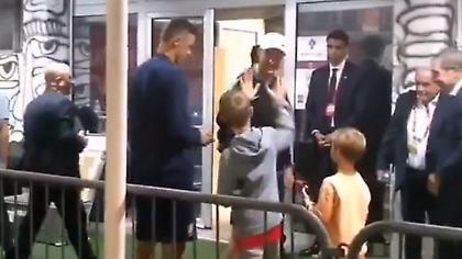 Μοναδική στιγμή: Ο Μάτιτς πήγε τον γιο του και έναν φίλο του να γνωρίσουν τον Κριστιάνο Ρονάλντο!