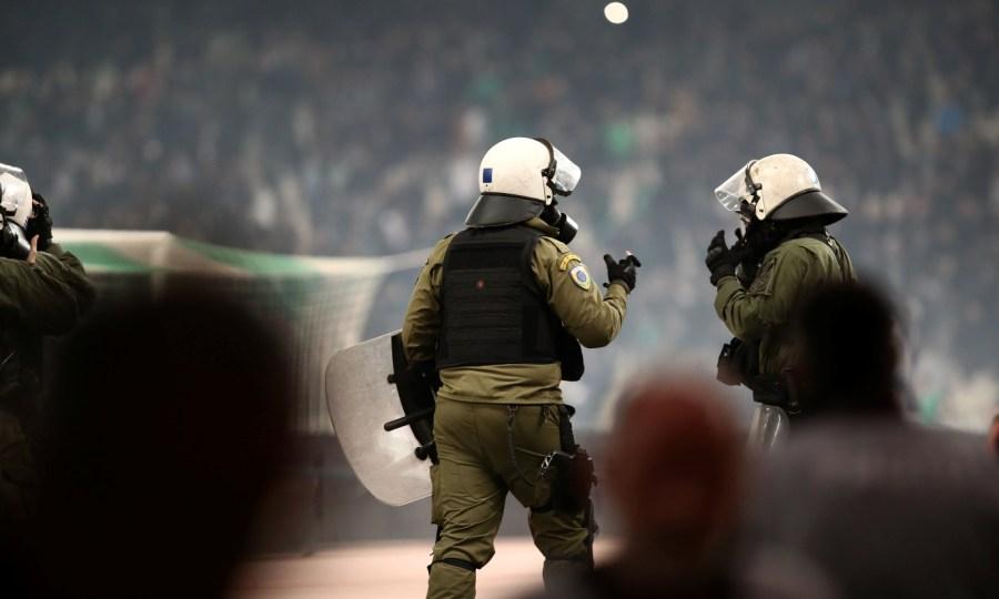 Αστυνομικοί με φορητές κάμερες για την ταυτοποίηση όσων συμμετέχουν σε επεισόδια