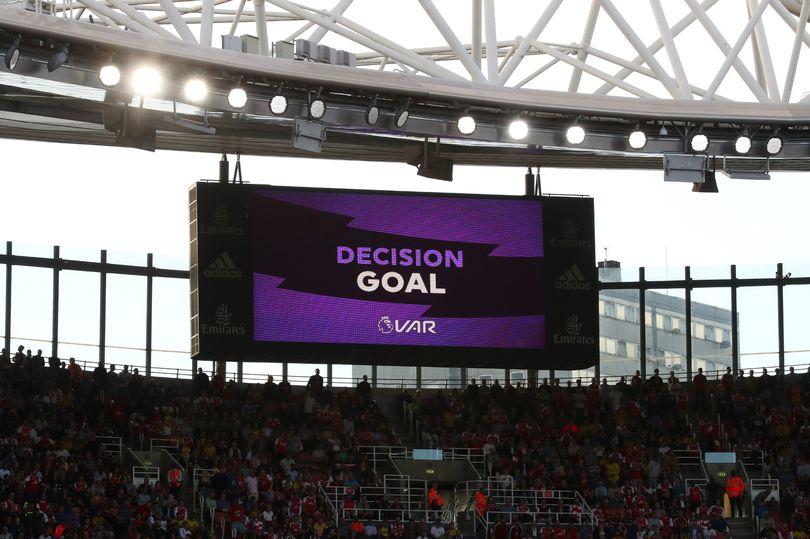 Ζήτησε μεγαλύτερη χρήση VAR ο υπεύθυνος διαιτητών της Premier League