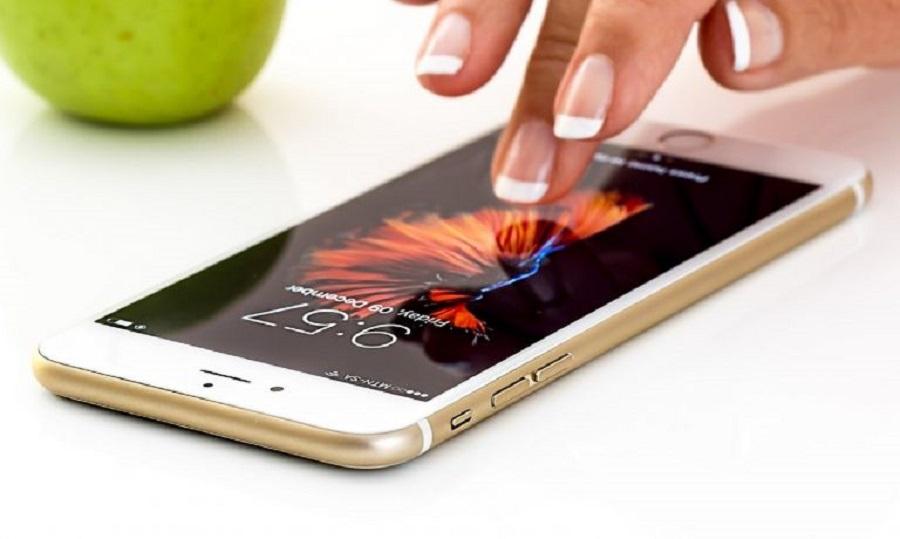 Το κόλπο για να μην σας τελειώνει η μπαταρία στο κινητό