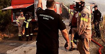 Εκκενώθηκαν μονές και γηροκομείο λόγω της φωτιάς στο Λουτράκι