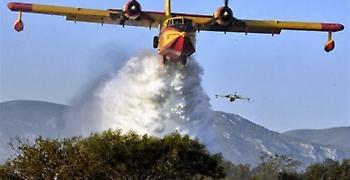 Συνεχίζεται η μάχη με τις φλόγες στο Λουτράκι. Ενισχύονται οι δυνάμεις