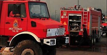 Μαίνεται η φωτιά στα Λιθακιά Ζακύνθου κοντά στον Αγαλά