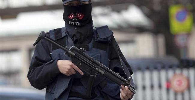 Ελληνοκύπριες συνελήφθησαν στα κατεχόμενα επειδή φωτογράφιζαν το σπίτι τους