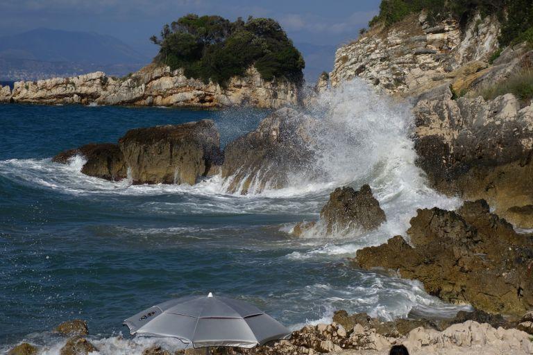 Καιρός: Υποχωρούν οι άνεμοι στο Αιγαίο