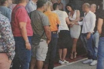 Μεγάλες ουρές από Έλληνες σε δοκιμαστικά για ταινία ερωτικού περιεχομένου