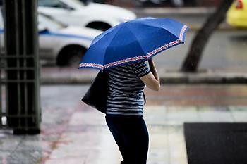 Καιρός σήμερα: Βροχές, καταιγίδες και πτώση θερμοκρασίας στα βόρεια