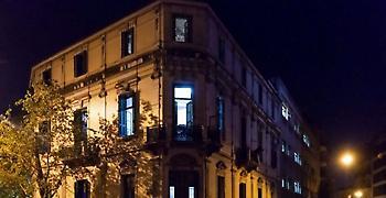ΕΛΑΣ: Φωτό μεταφοράς των μεταναστών - Το εσωτερικό του κτιρίου του Τσιλλέρ